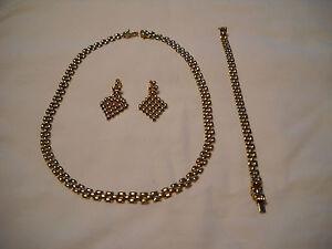 18K GOLD SET OF NECKLACE, BRACELET & EARRINGS-CLASSIC BUT UNIQUE DESIGN