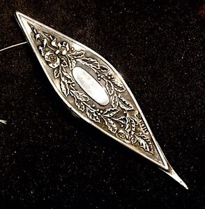 ANTIQUE VICTORIAN WEBSTER STERLING SILVER TATTING SHUTTLE Holly and Berries