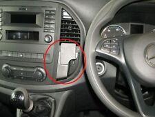 Soportes y montaje de GPS y sistemas de navegación para coches Mercedes-Benz
