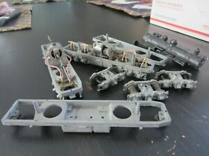 h o trains: 4 ATHEARN die cast rubber band chassis 2 with motors plus a cast ste