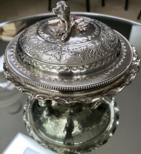 Wine coaster.trinket dish.Made by Cavalier in England Vintage silver plated bon bon dish With The City of London crest .