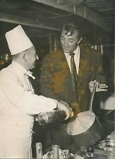 Robert Mitchum - Chef André Moreau c.1955 - Cuisines du Berkeley  Paris - PR 788