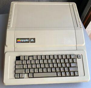 Working Apple IIe Computer A2S2064