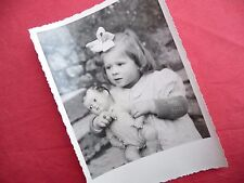PHOTO ANCIENNE - VINTAGE SNAPSHOT - ENFANT avec POUPÉE POUPON - CHILD DOLL TOY 5