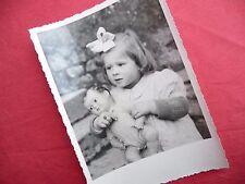 PHOTO ANCIENNE - VINTAGE SNAPSHOT - ENFANT avec POUPÉE POUPON - CHILD DOLL TOY 5