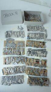 Zinnfiguren Konvolut ca. 200 Köpfe teilweise bemalt  3cm Zinnflachfiguren M1070