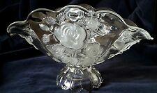 Grande coupe ancienne  en verre moulé à décor de roses
