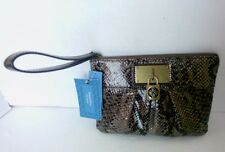 New With Tag Simply Vera By Vera Wang Small Leather Wrestlet Wallet