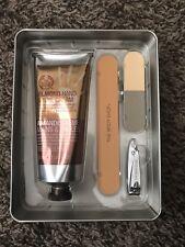 The Body Shop Almond Handy Manicure Set