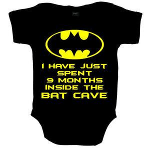 FLEDERMAUSHÖHLE BATMAN LUSTIG SUPERHELD BABY BODY STRAMPLER BABYSHOWER GESCHENK