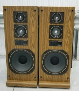 Mitsubishi SS-2100 Tower Speakers. Mint!!..see pictures