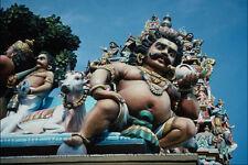 777086 Deities vacca sacra e Diavolo in un tempio moderno hampi India A4 Photo Prin
