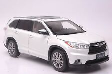 Toyota Highlander 2015 SUV model in scale 1:18 white