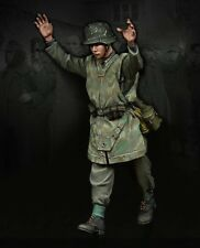 1:35 Scale Resin Model Figures Kit WW2 German Soldier Surrender 1 Figure (TD1)