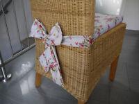 Stuhlkissen 40 x 40 x 4 cm Sitzkissen mit Schleife Blumen-Muster Valencia