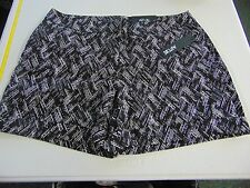 WOMENS SIZE 16 APT. 9 BLACK WHITE MID RISE FLAT FRONT DRESS SHORTS NEW #399