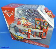 Disney Cars  / DWB90 / Piston Cup Racing Garage / Rennbahn Parkhaus