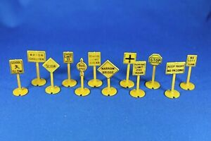 Plasticville #12-A - O scale Set of Road Signs - Complete (12 signs)