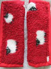 Leggermente imbottito, pecore in rosso in pile, CAR SEAT BELT COVER PADS. x2
