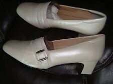 $89 NIB TROTTERS Betsy Beige Heels Leather Womens SZ 9 WIDE