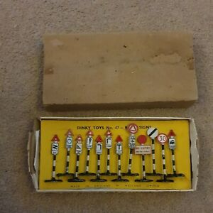Dinky Toys No 47 Set Of 12 Road Signs