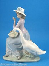 Goose Trying to Eat - Retired Figurine by Lladro #5034