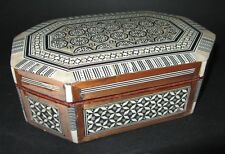 Boîte à bijoux bois marqueté nacre , cigarette box with inlaid top tres bon etat