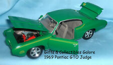 DIECAST CAR: Collectible Model Car 1969 Pontiac GTO Judge 1:24 Green Motormax