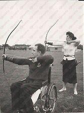 1957 RUISLIP Bowmen Archery Club Ron MARTIN and his wife Maureen WILKINSON *Foto