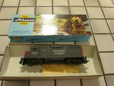 athearn Southern Pacific powered engine Ho scale
