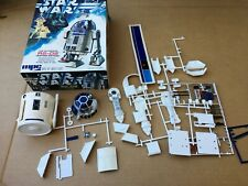 Star Wars The Authentic R2-D2 MPC Scale Model Kit 1-1912 Android