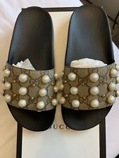 Gucci Rubber Slide Sandals With Pearls size 35 EU