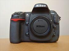 Cámara digital Nikon D300 con 21000 disparos.