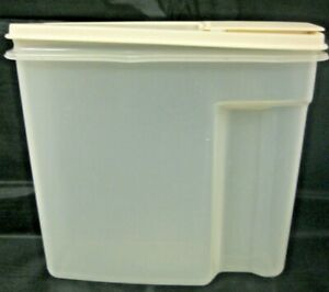 Vintage Rubbermaid 13 Cups Cereal Storage Container Almond Top