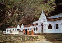 SRI LANKA (Ceylon) Postkarte Postcard Rock temple Dambulla, Mönche, Religion AK