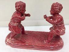 Estatuilla de grupo de cerámica Mayólica Antigua Grupo Niños Boxeo