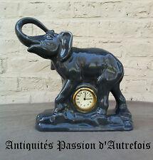 B20140764 - Grand éléphant en faïence avec horloge ( ne fonctionne pas )