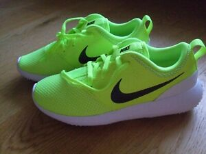 BOYS GIRLS NEON YELLOW NIKE GOLF SHOES TRAINERS SIZE 3.5 BRAND NEW WITHOUT TAGS