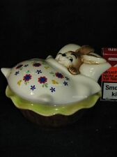 L00013 Goebel Ostern Easter Dose Cup Tin Hase Bunny in Bett Bed 83-523