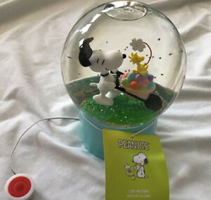 Peanuts Snoopy & Woodstock Easter Spring LED Water Globe Motion Light CUTE!!