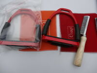 """4.75""""  Flexi Stirrup STAINLESS STEEL SAFETY IRONS HORSE RIDING WITH TREADS+Comb"""