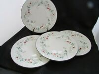 Pfaltzgraff WINTERBERRY Dinner Plates Set Of Four (4) Matching VGC SIZE 10.5""