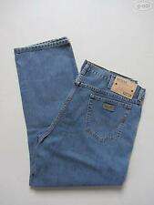 Wrangler L32 stonewashed Herren-Straight-Cut-Jeans mit niedriger Bundhöhe (en)