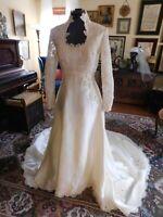 GORGEOUS ANTIQUE WHITE SATIN & ALENCON LACE VINTAGE WEDDING GOWN 1970s-80s S 6