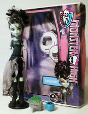 MONSTER HIGH DOLL - FRANKIE STEIN - GHOULS RULE . WITH ORIGINAL BOX!