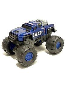 Matchbox Car S.W.A.T CRIME DEFENDER Diecast Toy Car 1:24 Blue