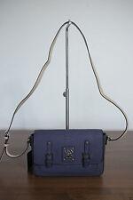Unifarbene Schultertaschen mit GUESS Damentaschen
