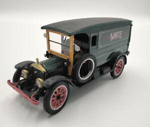 Die-cast 1920 White Delivery Van - Green 1:32