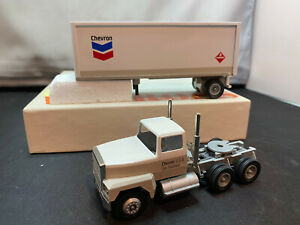 Winross Chevron USA Tractor Truck With Pup Trailer 1/64 Scale Diecast