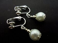 A PAIR OF SHORT WHITE  GLASS   PEARL  CLIP ON EARRINGS. NEW. 8MM.